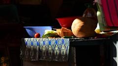 Gemüse oder Salat...? (marionkaminski) Tags: marokko morokko maroc azil geschäft laden gemüse verdura légume obst salat salad licht schatten shadow light panasonic lumixfz1000 stillleben lumière fruits marruecos