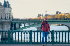Pont d'Arcole, Paris, France (o.mabelly) Tags: format plein ff frame full 7rm2 ilce a7 sony a7rii ilce7rm2 france alpha europe sonnar t fe 55mm f18 za people streetphotography bridge pont paris darcole seine