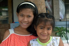 pretty young ladies (the foreign photographer - ฝรั่งถ่) Tags: two pretty girls children khlong lard phrao portraits bangkhen bangkok thailand nikon d3200
