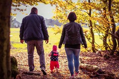 Family (A.K. 90) Tags: people family familie menschen child eltern parents man mann frau women littlegirl herbst autumn colorful colors happy outside outdoor plants pflanzen trees bäume love liebe portrait sonyalpha6300 fe85mm18