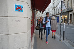 Rue de l'Ancienne Comédie - Paris (France) (Meteorry) Tags: europe france idf îledefrance paris spaceinvader spaceinvaders invaderwashere mosaïques pixels street rue artderue ruedelanciennecomédi trottoir pavement pa44 pa044 man homme guy male smartphone oldschool streetscene candid eyecontact sgr wall mur september 2019 meteorry