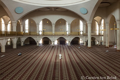 At Abuja's Central Mosque (10b travelling / Carsten ten Brink) Tags: 10btravelling 2018 abuja africa african afrika afrique cmtb carstentenbrink iptcbasic nigeria nigerian otherkeywords places westafrica africaine capital centralmosque city mosque tenbrink