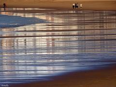 End of the day (Armelle85) Tags: extérieur nature mer océan plage reflets personnes sable graphisme lignes