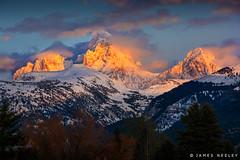 Light Pushes Through (James Neeley) Tags: tetons grandtetons tetonvalley mountains landscape sunset tetoncam jamesneeley
