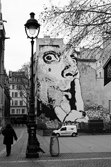 Rue du Cloître Saint-Merri (just.Luc) Tags: graffiti grafitti urbanart streetart streetlight straatlantaarn réverbère bn nb zw monochroom monotone monochrome bw parijs parigi paris îledefrance france frankrijk frankreich francia frança europa europe