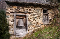 Hameau de Rouze (Ariège) (PierreG_09) Tags: ariège pyrénées pirineos couserans occitanie midipyrénées montagne village hameau rouze ustou salat cabane
