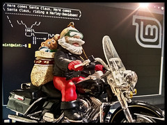 Santa, Harley-Davidson. 3 (e5) (Mr. Mega-Magpie) Tags: santa christmas bike indoors motorola harleydavidson moto motorcycle claus e5 computer toy toys mint screen ornaments linux cowsay