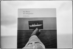 the nature of photographs (look-book) Tags: leica mp trix d76 20 50mm stephen shore atlantic atlantik buch reise m monochrom