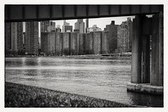 City under the bridge... I hope you like it (cesar.toribio1218) Tags: blackandwhite blancoynegro newyorkcityphotos hudsonriver bytheriver pointofview
