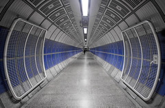 Gattaca!! (StephanieB.) Tags: london londres unitedkingdom subway metro tunnel england angleterre city ville urbain architecture londonbridge station underground people perspective