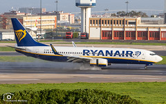 Ryanair (Guilherme_Martinez) Tags: aircraft airbus airbuslovers adorable sky summer sun sunset old landing landscape clouds follow family followme lisboa love lisbon lovers like planespotting passion portugal governamental night military avioes cool best beautiful boeing holidays hobbie hobby show
