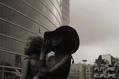 Idéaliste (Atreides59) Tags: bruxelles brussel brussels belgique belgium ciel sky nuages clouds urban urbain street architecture sculpture black white bw blackandwhite noir blanc nb noiretblanc pentax k30 k 30 pentaxart atreides atreides59 cedriclafrance
