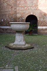IMGP5813 (hlavaty85) Tags: boloňa bologna basilica santo stefano kostel church bazilika svatý štěpán kalich chalice