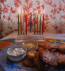 I wish everyone wonderful Holidays and all the very best for 2020. (Traveling with Simone) Tags: latkes potatopancakes cheeselatkes sourcream crèmeaigre applesauce fêtes holidays chanukah chanouka bougies candles menorah limoges