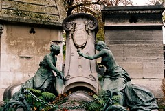 PL3-015-6 (David Swift Photography) Tags: davidswiftphotography parisfrance perelachaisecemetery tombstone cemeteries historiccemeteries sculptures statues monuments graves 35mm film nikonfm2 kodakportra
