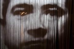 Une lueur dans l'œil (Gerard Hermand) Tags: 1911171470 gerardhermand france paris canon eos5dmarkii centrepompidou christianboltanski boltanskichristian photo rideau curtain visage face beaubourg museum musee
