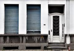 13 (roberke) Tags: huis house gevel facade street straat door deur windows ramen architecture architectuur verwaarloosd nummer number 13