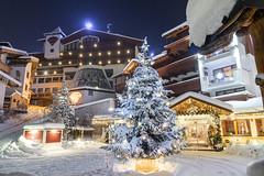 Merry Christmas (markusgeisse) Tags: winter schnee tannenbaum lichter weihnachten österreich hintertux tux zillertal hotel snow christmas lights tree house christmastree