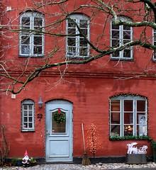 House No. 22 December 22 (Ingrid Friis Photo) Tags: jakriborg 2019 julmarknad husnr22 22december christmasmarket scania sweden windows fönster juldekorationer tree santaclaus