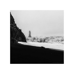 Amazing Iceland - Reynisfjara V - A very dangerous moment (Passie13(Ines van Megen-Thijssen)) Tags: 2019 ijsland iceland island reynisdrangar reynisdrangarrockformations reynisfjara reynisfjarablacksandbeach blacksandbeach columnarbasalt dangerous gefaehrlich gevaarlijk danger canon blackandwhite bw sw zw zwartwit monochroom monochrome monochrom inesvanmegen inesvanmegenthijssen fineart