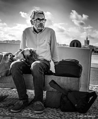 En otro lugar (Bart van Hofwegen) Tags: couple thoughts people street streetphotography streetportrait urban urbanphotography málaga malaga city citystreet bench blackandwhite monochrome