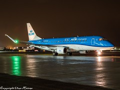 KLM Cityhopper PH-EXJ HAJ at Night (U. Heinze) Tags: aircraft airlines airways airplane flugzeug planespotting plane haj hannoverlangenhagenairporthaj eddv olympus omd em1markii 12100mm
