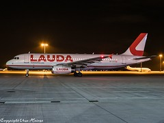 Laudamotion OE-LOY HAJ at Night (U. Heinze) Tags: aircraft airlines airways airplane flugzeug planespotting plane haj hannoverlangenhagenairporthaj eddv olympus omd em1markii 12100mm