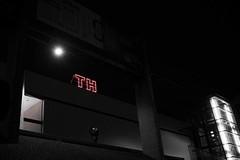 TH (blende9komma6) Tags: th hannover germany street ricoh gr griii mensch light red rot nacht people dark dunkel licht strase city urban stadt architecture architektur