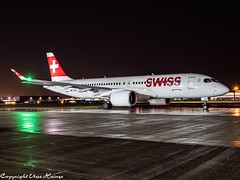 Swiss HB-JCH  HAJ at Night (U. Heinze) Tags: aircraft airlines airways airplane planespotting plane flugzeug haj hannoverlangenhagenairporthaj night nightshot eddv olympus omd em1markii 12100mm