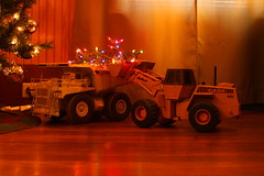 Merry Christmas flickr friends (cheliman) Tags: loader haultruck christmaslights holidays ertl case wheelloader toys