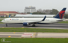 Delta Air Lines (Guilherme_Martinez) Tags: aircraft airbus adorable airbuslovers sky summer sun sunset follow family followme fap hobbie holidays hobby hifly lisboa love lisbon lovers like planespotting passion portugal beautiful night best boeing boeinglovers governamental