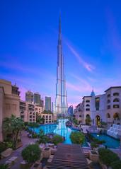 Dubai - Burj Khalifa Sunrise (030mm-photography) Tags: rot blue pink dubai skyline blauestunde bluehour burj burjdubai burjkhalifa city cityscape stadt morgen nightshot nachtaufnahme morning blau skyscraper hochhäuser uae vereinigtearabischeemirate vae reise travel landscape landschaft