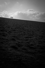 Seven Sisters Lovers (parenthesedemparenthese@yahoo.com) Tags: dem 2019 bn bw couple fall landscape monochrome nb noiretblanc sevensisters silhouettes uk unitedkingdom angleterre automne blackandwhite bnw byn canon600d ef24mmf28 england extérieur highcontrast outdoor