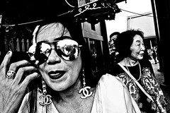Close Up Tokyo (Victor Borst) Tags: paars street streetphotography streetlife real realpeople reallife asian asia asians faces face candid canon5dmarkii city cityscape citylife fuji fujifilm xpro2 expression expressions asakusa tokyo mono monotone monochrome town tourist blackandwhite bw happyplanet asiafavorites