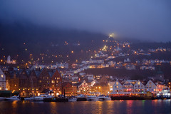 Bergen at Night (abbilder) Tags: bergen orte hyggelig light rain fog night licht raw nacht dust bryggen lr6 wwwabbildercom abbilder 35mm fuji fujifilm xf35 xe2 norway skandinavien norwegen scandinavia city sea urban seascape coast cityscape urbanromantix houses heritage landscape see harbor town harbour ngc maritime stadt fjord hafen schiff floyen weltkulturerbe hanse maritim twop schifffahrt nightstalker 56mm ngf holzhäuser kwerfeldein visitnorway woddenhouses xf56 visitbergen floyfjell mystic mystisch