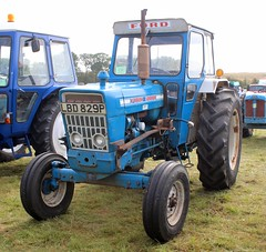 LBD 829P (Nivek.Old.Gold) Tags: 1975 ford 5000 tractor eward