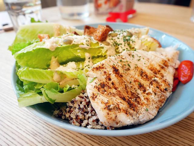 gonna共樂遊仁愛概念店,喜歡地中海輕食料理的,這裡是首選,沙拉好吃,也很適合多人聚餐,跨年聚餐好選擇
