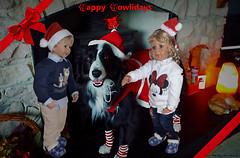 Frohe Festtage !🎄🎅🎁 / 'Happy Howlidays' !🎄🎅🎁 (ursula.valtiner) Tags: puppe doll luis bärbel künstlerpuppe masterpiecedoll hund dog bordercollie asha conniekells advent christmas weihnachten