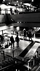 Viaggiatori viaggianti... (Traveling travelers...) (VauGio) Tags: huawei p10 leicalens biancoenero blackandwhite travel travellers viaggiatori viaggianti ivanofossati metropolitana metro tube shadows ombre treniavapore