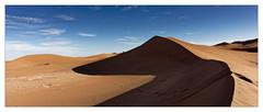 Les Dunes (Jean-Louis DUMAS) Tags: maroc dune sable paysage landscape landscapes dreams nature ciel sky blue people cloud nuage dream trip travel traveler