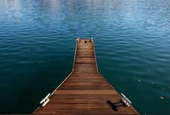Nel blu dipinto di verde (Chiaro Chiari) Tags: water lake acqua lago pier pontile wood legno winter inverno italy italia nature natura autumn autunno colors colori onde waves ombra shadow