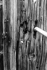 Détail de porte 20 (Rudy Pilarski) Tags: nikon d750 abstract abstrait urbain urban urbano monochrome minimalisme minimal minimalist minimalism tamron thebestoffnikon travel thepassionphotography texture textura old ancien usée nb noiretblanc bw blackandwhite porte dors france francia europe europa voyage