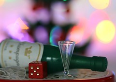 BEST WITH HOLIDAYS IS DRINKING AND GAMBLING (Anne-Miek Bibbe) Tags: bestwithholidaysis macromondays macro happymacromonday holiday holidays christmas kerst kerstmis canoneos70d annemiekbibbe bibbe nederland 2019 tabletopphotography