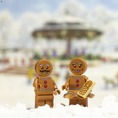 Ginger Bread Family (Jezbags) Tags: ginger bread family snow canon canon80d 80d 100mm macro macrophotography macrodreams toy toys lego legos toyphotography