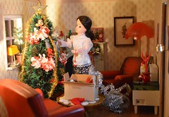1/4 Decorating the tree (CooperSky) Tags: sindy diorama merry christmas happy maria tree doll decoration