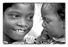 Odisha : Koraput, sisters (foto_morgana) Tags: asia asie azië asiangirl blackwhitephotography boy canoneos1 child childhood children doubleportrait eyes face gezicht visage closeup fille filmnoir girl head headshot india kodakt400cn koraput monochrome nikoncoolscan nosejewel jewelry nosering odisha on1photoraw2020 people portrait portret portraiture smile glimlach sourire topazdenoiseai travelexperience vuescan young youth zwartwitfotografie