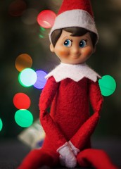 Happy Holidays, flickr friends! (Mister Blur) Tags: elfonashelf christmastree blurry lights bokeh blur macromondays bestwithholidayis merrychristmas happyholidays elfo travieso feliznavidad nikon d7100 50mm nikkor lens f18 snapseed happyxmas warisover sarahmclachlan rubén rodrigo fotografía