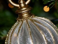 Baublicious 23 December 2019 (janano2010) Tags: macromondaysbestwithholidaysis macro bauble glitter