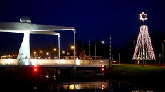 BEDUM, THE NETHERLANDS (pwitterholt) Tags: bedum groningen boterdiep nijeklap brug bridge water light christmas kerst bluehour kerstverlichting holidays reflectie reflection weerspiegeling weerkaatsing canon canoneosm3 kerstster star