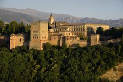 La Alhambra. Atardecer (Alfonso Suárez) Tags: alfonsosuárez alfonsosuárezlagares alhambra palacio nazari andalucia granada atardecer ocaso montaña sierra españa spain turismo viaje